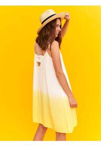 TOP SECRET - Sukienka damska z nadrukiem. Kolor: żółty. Materiał: tkanina. Długość rękawa: na ramiączkach. Wzór: nadruk. Sezon: jesień, zima, lato. Styl: elegancki