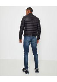 MONCLER - Czarna kurtka Kavir. Okazja: na co dzień. Kolor: czarny. Materiał: jeans, dresówka, nylon. Długość rękawa: długi rękaw. Długość: długie. Wzór: aplikacja. Sezon: wiosna. Styl: casual