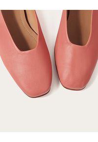 BALAGAN - Różowe skórzane baleriny Kikar. Kolor: fioletowy, różowy, wielokolorowy. Materiał: skóra. Obcas: na obcasie. Styl: vintage, klasyczny, elegancki. Wysokość obcasa: niski