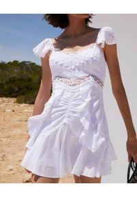 CHARO RUIZ IBIZA - Biała sukienka mini Claudia. Kolor: biały. Materiał: koronka, bawełna. Długość rękawa: krótki rękaw. Sezon: lato. Typ sukienki: dopasowane, rozkloszowane. Długość: mini