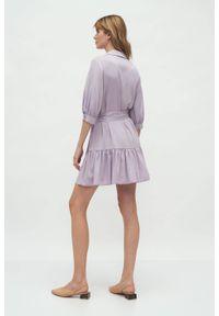 Nife - Wiskozowa koszulowa sukienka z falbaną wiązana w pasie lila. Materiał: wiskoza. Typ sukienki: koszulowe