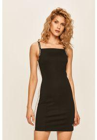 Czarna sukienka Calvin Klein Jeans z aplikacjami, z dekoltem karo, mini
