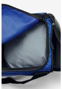 Niebieska torba podróżna Nike sportowa