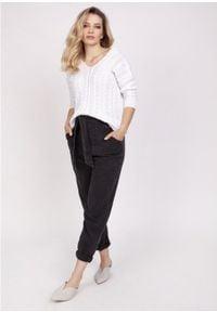 MKM - Delikatny Sweterek Zdobiony Warkoczami - Biały. Kolor: biały. Materiał: akryl. Wzór: aplikacja