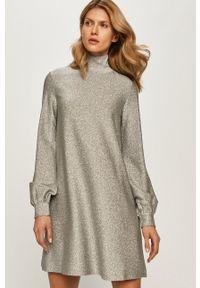 MAX&Co. - Sukienka. Kolor: szary. Materiał: materiał. Długość rękawa: długi rękaw. Typ sukienki: rozkloszowane