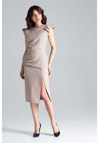 Lenitif - Koktajlowa sukienka midi z rozcięciem z przodu beżowa. Okazja: na wesele, na ślub cywilny. Kolor: beżowy. Materiał: tkanina. Długość rękawa: bez rękawów. Typ sukienki: ołówkowe. Styl: wizytowy. Długość: midi