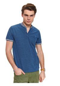 Niebieski t-shirt TOP SECRET polo, z haftami