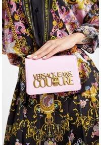 Versace Jeans Couture - TOREBKA VERSACE JEANS COUTURE. Wzór: haft, aplikacja. Dodatki: z haftem. Materiał: zdobione, z tłoczeniem