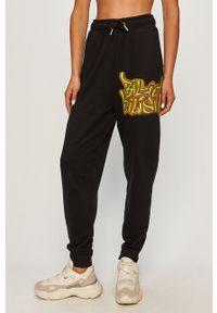 Czarne spodnie dresowe only z nadrukiem