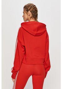 Czerwona bluza adidas Originals z kapturem
