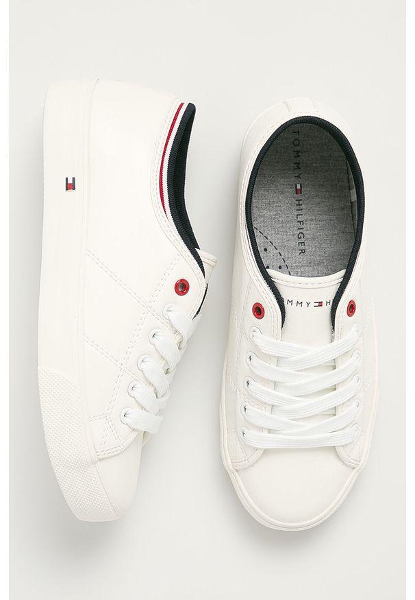 Białe buty sportowe TOMMY HILFIGER z cholewką, na sznurówki
