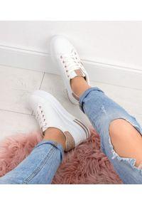 Białe buty sportowe N/M w kolorowe wzory, trekkingowe