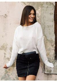 Czarny sweter Fanaberia.com w kolorowe wzory, krótki
