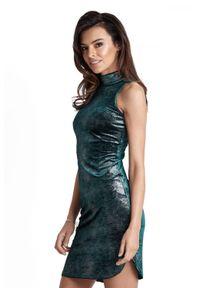 IVON - Seksowna Zielona Krótka Sukienka z Półgolfem. Kolor: zielony. Materiał: poliester, elastan. Długość: mini