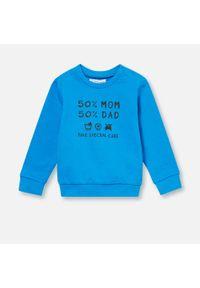 Niebieska bluza Sinsay z napisami