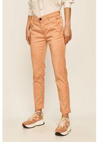 Brązowe spodnie materiałowe Pepe Jeans