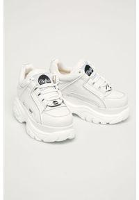 Białe sneakersy Buffalo z cholewką, na sznurówki