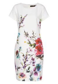 Sukienka ołówkowa z nadrukiem bonprix biały w kwiaty. Kolor: biały. Wzór: kwiaty, nadruk. Sezon: wiosna. Typ sukienki: ołówkowe