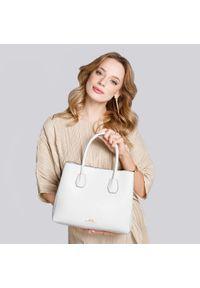 Wittchen - Kuferek skórzany trapezowy mały. Kolor: biały. Materiał: skórzane. Styl: elegancki, casual. Rodzaj torebki: na ramię #5