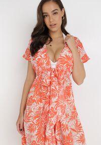 Born2be - Koralowa Narzutka Aethephite. Okazja: na plażę. Kolor: pomarańczowy. Materiał: materiał. Długość rękawa: krótki rękaw. Długość: krótkie. Sezon: lato. Styl: wakacyjny