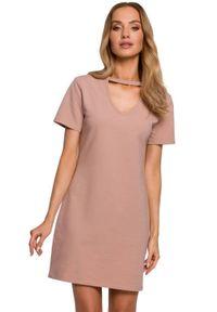 MOE - Bawełniana sukienka trapezowa z dekoltem V beżowa mini. Kolor: beżowy. Materiał: bawełna. Sezon: lato. Typ sukienki: trapezowe. Styl: klasyczny. Długość: mini