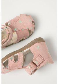 Różowe sandały Mrugała na rzepy