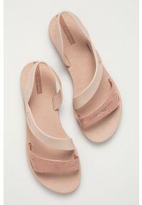 Różowe sandały Ipanema bez obcasa, gładkie