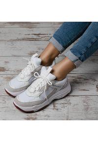 Białe półbuty na koturnie Calvin Klein Jeans retro, na sznurówki