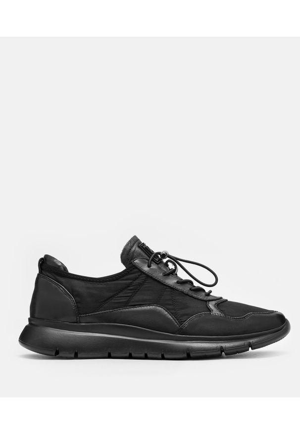 Kazar - Czarne sneakersy męskie. Zapięcie: sznurówki. Kolor: czarny. Materiał: materiał, tkanina, skóra. Szerokość cholewki: normalna. Wzór: aplikacja. Sport: bieganie