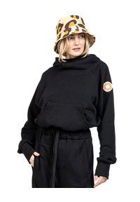 ROBERT KUPISZ - Czarna bluza NOW. Typ kołnierza: kaptur. Kolor: czarny. Materiał: dresówka, bawełna. Wzór: aplikacja