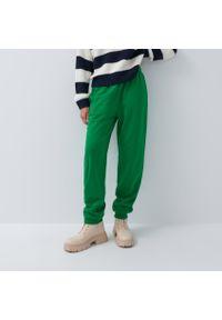 House - Dresowe joggery - Zielony. Kolor: zielony. Materiał: dresówka