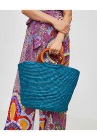 SENSI STUDIO - Niebieska torba ze słomy. Kolor: niebieski. Wzór: aplikacja. Styl: wakacyjny, boho