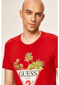 Czerwony t-shirt Guess Jeans casualowy, z okrągłym kołnierzem