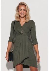 Makadamia - Kopertowa Sukienka z Asymetrycznym Dołem - Khaki. Kolor: brązowy. Materiał: elastan, wiskoza. Typ sukienki: kopertowe, asymetryczne