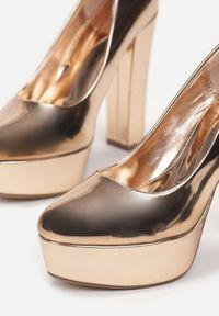 Born2be - Szampańskie Czółenka Kereled. Okazja: na imprezę. Nosek buta: okrągły. Kolor: różowy. Materiał: lakier. Obcas: na platformie. Styl: wizytowy