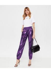 LA MANIA - Fioletowe spodnie z połyskiem. Kolor: wielokolorowy, różowy, fioletowy. Wzór: aplikacja