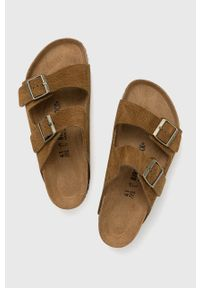 Birkenstock - Klapki skórzane Arizona. Kolor: brązowy. Materiał: skóra. Wzór: gładki. Obcas: na obcasie. Wysokość obcasa: niski