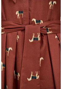 Marie Zélie - Sukienka Leandra Cavalos ciemna czerwień. Typ kołnierza: kokarda. Kolor: czerwony. Materiał: bawełna, materiał, tkanina, wiskoza. Długość rękawa: długi rękaw