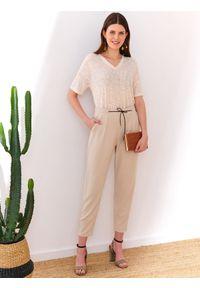 Beżowe spodnie TOP SECRET eleganckie, w kolorowe wzory, długie