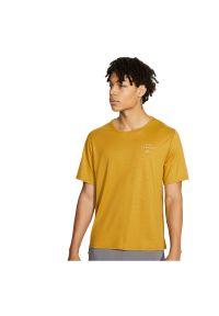 Koszulka męska do biegania Nike Miler Run Division CU7880. Materiał: poliester, jersey, materiał. Technologia: Dri-Fit (Nike). Sport: bieganie