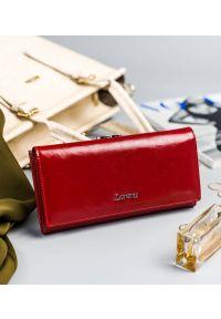 LORENTI - Portfel damski czerwony Lorenti 72031-BPR-1332 RED. Kolor: czerwony. Materiał: skóra