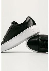 Czarne buty sportowe vagabond z okrągłym noskiem, z cholewką