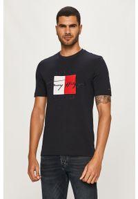 Niebieski t-shirt TOMMY HILFIGER na co dzień, casualowy, z aplikacjami