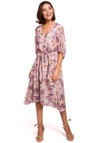e-margeritka - Sukienka szyfonowa midi w kwiaty różowa - 2xl. Okazja: do pracy, na imprezę. Kolor: różowy. Materiał: szyfon. Wzór: kwiaty. Typ sukienki: asymetryczne, rozkloszowane. Styl: elegancki. Długość: midi