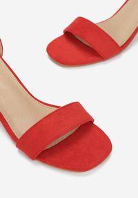 Born2be - Czerwone Sandały Salophis. Okazja: na wesele, na ślub cywilny. Nosek buta: otwarty. Zapięcie: pasek. Kolor: czerwony. Obcas: na obcasie. Wysokość obcasa: średni