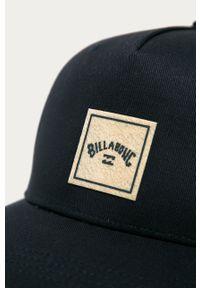 Niebieska czapka z daszkiem Billabong z aplikacjami