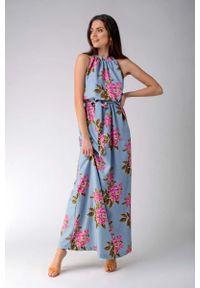 Nommo - Maxi Sukienka w Kwiaty z Dekoltem Typu Halter. Typ kołnierza: dekolt halter. Materiał: bawełna, wiskoza, elastan. Wzór: kwiaty. Długość: maxi