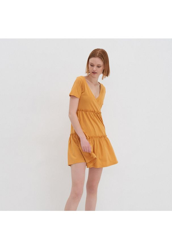 Żółta sukienka House z dekoltem w serek