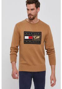 TOMMY HILFIGER - Tommy Hilfiger - Sweter. Okazja: na co dzień. Kolor: brązowy. Wzór: aplikacja. Styl: casual