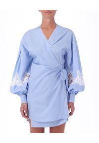Ermanno Firenze - ERMANNO FIRENZE - Kopertowa sukienka z bufiastymi rękawami. Kolor: niebieski. Materiał: bawełna, koronka. Wzór: koronka, aplikacja. Sezon: lato, wiosna. Typ sukienki: kopertowe. Długość: mini